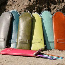 """Namaste - Mini Cozy - Strik og broderi - garn, kits og designs i Sommerfuglen - jeg ønsker mig ialt tre af disse en i farven """"Saddle"""", en i farven """"red"""" og en i farven """"olive"""""""