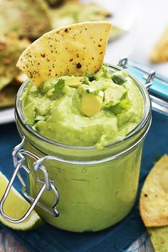 Looking for a delicious guacamole recipe? How about 25 guacamole recipes? Here are the best avocado dip recipes to keep you satisfied breakfast to dinner! Salsa Guacamole, Guacamole Recipe, Salsa Recipe, Salsa Food, Salsa Salsa, Yummy Appetizers, Appetizer Recipes, Snack Recipes, Cooking Recipes