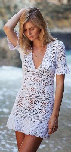Летнее платье со спиральными узорами. Красивое летнее платье выполнено крючком |
