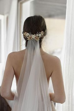 Big day, big dream, big girl by Floral Headpiece, Headpiece Wedding, Wedding Veils, Bridal Headpieces, Bridal Hair Inspiration, Best Wedding Hairstyles, Bridal Comb, Best Wedding Dresses, Bridal Hair Accessories