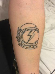 Got this David Bowie piece done by Dan Montague at True Tattoo in London a few months ago : tattoos Music Tattoos, New Tattoos, Small Tattoos, Fish Tattoos, Tatoos, True Tattoo, Tattoo Quotes, Dj Tattoo, Blitz Tattoo