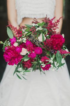 Berry bridal bouquet | Milou + Olin Photography | see more on: http://burnettsboards.com/2015/05/dark-garden-styled-shoot/