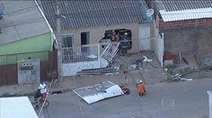 Homem invade casa com carro, mata moradora e ex da mulher no DF +http://brml.co/1AHxN2y