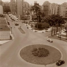 São Paulo do Passado. Largo do Arouche. Notar carros com gasogênio. Hagop Garagem.