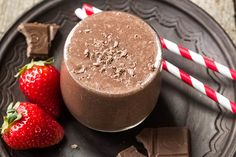 Thyroid Tune-Up Smoothie: Recharge and fight fatigue with this smoothie recipe.