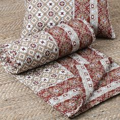#southwest #southwestern #westernstyle #westernlifestyle #westernliving #blockprint #aztec #aztecstyle #aztecprint #westernliving #rodswesternpalace Aztec Bedding, Western Bedding, Farmhouse Master Bedroom, Western Homes, Geometric Patterns, Quilt Sets, Shabby Chic, Quilts, Color