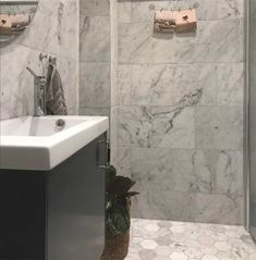 Marmor Bianco Carrara C Polerad/Slipad Carrara, Bathroom Inspiration, Bathtub, Vanity, Home Decor, Marble, Standing Bath, Dressing Tables, Powder Room