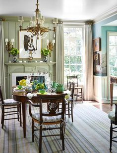 A Classically Pretty Home by Cathy Kincaid- Wonderful new-traditional dining room room decor traditional A Classically Pretty Home by Cathy Kincaid - % Elegant Dining Room, Dining Room Design, Classic Dining Room, Living Room Decor Traditional, Traditional House, Traditional Interior, Wallpaper Decor, Classic House, Contemporary Decor