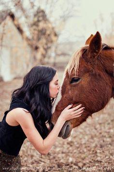 Annie Oakley inspired photo shoot. Cowgirl photo shoot. Utah portrait photography. Stephanie Sunderland Photography. Vintage dress. Vintage maxi skirt. Photo shoot with horses.