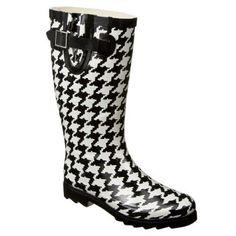Huuuuge fan of Wellies. Bought a pair when I was in London & I wear them all the time. Would love to add this houndstooth pair!