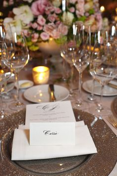 A hint of sparkle adds a touch of glamour to this tablescape at a Waldorf Chicago reception.