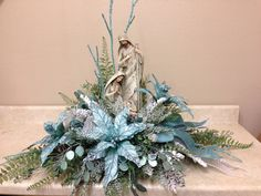 Icy Blue Nativity, easy to make. Christmas Flowers, Blue Christmas, Christmas Deco, Christmas Design, Christmas Holidays, Christmas Wreaths, Christmas Ornaments, Christmas Tabletop, Christmas Table Decorations