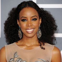 Kelly Rowland Hairstyles: Center-parted Voluminous Long Curls