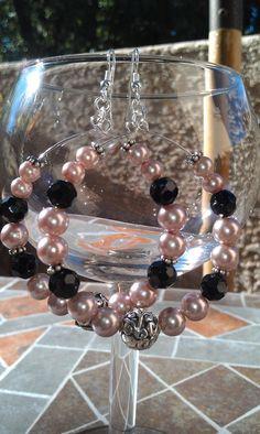 Mauve pearl and black beaded hoop earrings