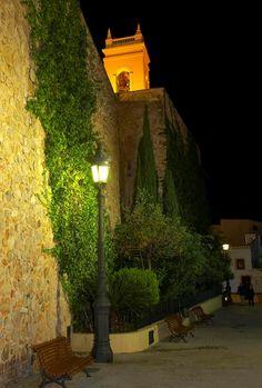 Conoces el casco antiguo de #Calpe? Вы уже посещали старый город Кальпе? #Кальпе #Коста Бланка #Испания