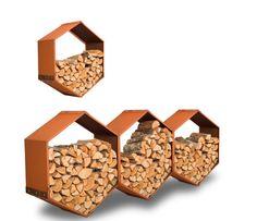 #Harrie #Leenders #houtopslag #Woodbee De unieke houtopslag Woodbee is nu ook op de muur te monteren. De Woodbee Wall heeft een #honingraadstructuur en is uit te bereiden door meerdere delen aan elkaar te koppelen. Deze manier van houtopslag zorgt dat het hout droog blijft en is tegelijkertijd een eyecatcher in de #tuin of op het #terras - Meer informatie over #houtopslag? http://www.wonenwonen.nl/haarden/harrie-leenders-houtopslag/8692