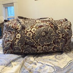 Large Vera Bradley Duffle Large duffle perfect for weekends away! Vera Bradley Bags Travel Bags