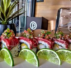 image Sushi Recipes, Seafood Recipes, Asian Recipes, Asian Foods, Easy Dinner Recipes, Appetizer Recipes, Food Porn, Sushi Love, Homemade Sushi