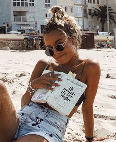 bikini + denim shorts + round sunglasses + layered beaded necklaces + shell bracelets layered Source by anilesmar pictures Summer Vibes, Summer Beach, Summer Bikinis, Paris Summer, Shotting Photo, Poses Photo, Insta Photo Ideas, Instagram Picture Ideas, Beach Instagram Pictures