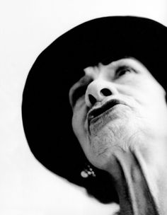 Coco Chanel by Richard Avedon. Love the way he captures his subjects. - I love that her mouth is the only thing in focus because it has the most movement and her neck leads to focus Richard Avedon Portraits, Richard Avedon Photography, Robert Mapplethorpe, Mario Sorrenti, Ellen Von Unwerth, Steven Meisel, Paolo Roversi, Tim Walker, Famous Photographers
