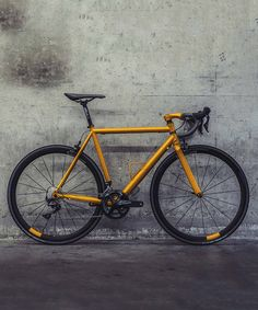 klaassen cycles states that sometimes old school bikes beat new school Road Bikes, Cycling Bikes, Velo Retro, Folding Mountain Bike, Bike Equipment, Road Bike Women, Bike Design, Mountain Biking, Cars Motorcycles