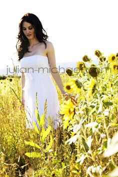 individual portrait or wedding photo Couple Senior Pictures, Country Senior Pictures, Sunflower Field Photography, Boy Poses, Sunflower Fields, Portrait Inspiration, Wedding Pics, Pregnancy Photos, Photography Poses