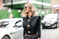 Street style: Adenorah à la Fashion Week printemps-été 2017 de Londres carré…