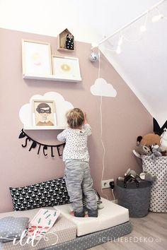 Mona Ich liebedeko-Blog hat für ihre Tochter die Limmaland Wolken an eine bunte Wand angebracht. Weitere tolle Ideen findet ihr auf www.limmaland.com