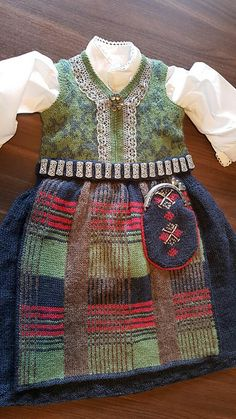 Ravelry: Nordmørsbunad 2 - 12 år pattern by Rita Elin Haugnes Drops Design, Traditional Outfits, Ravelry, Apron, Knit Crochet, Knitting, Pattern, Blog, Kids
