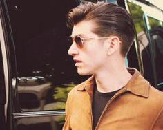 my type of perfection 😻👌 Alex Turner Hair, The Last Shadow Puppets, Tyler Blackburn, Daniel Gillies, Rockabilly, Hair Cuts, Hairstyle, Guys, Sexy