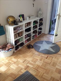 Our hallway, shoe cabinet ❤️ Unser Flur, neugestalten mit einem schurregal aus Weinkisten DIY