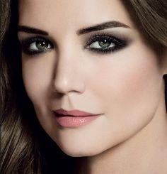 Вечерний макияж для нависшего века - макияж для серых глаз с темно-серыми тенями