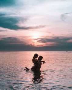 freeoversea – travel couple freeoversea – travel couple Related Cute And Sweet Relationship Goal All Couples Should Aspire To - Page 90 of nails. Photos Couple Plage, Couple Beach Pictures, Cute Pictures Of Couples, Beach Love Couple, Summer Love Couples, Cute Couple Pics, Perfect Couple Pictures, Honeymoon Pictures, Summer Pictures