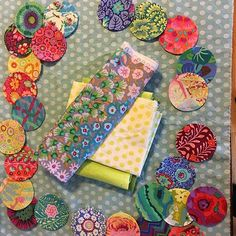 I am a bit intimidated by the center so I am working backwards on my #sarahfielkebom2017 #downtherabbitholequilt Sarah Fielke Quilts, Dresden Quilt, Rabbit Hole, Applique Quilts, Modern Quilting, Kfc, Fabric, Instagram, Inspired