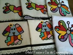 Panos de prato Releituras Romero Dish Towels, Tea Towels, Patchwork Tutorial, Quilting, Applique Designs, Baby Quilts, Quilt Patterns, Patches, Embroidery
