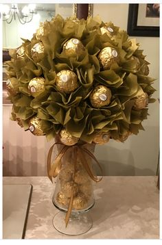 45 super Ideas for chocolate bouquet diy ferrero rocher gift ideas Christmas Crafts For Adults, Christmas Gift Baskets, Best Christmas Gifts, Homemade Christmas, Simple Christmas, Christmas Decorations, Christmas Christmas, Christmas Ornaments, Christmas Ideas