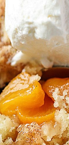 Mini Peach Cobblers - a delicious and easy summer dessert recipe. Served in individual dishes, they are a special treat for any meal or celebration. Mini Peach Cobbler, Peach Cobbler Dump Cake, Peach Cobblers, Summer Dessert Recipes, Mini Desserts, Sweet Desserts, Fruit Recipes, Delicious Desserts