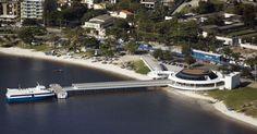 Terminal das Barcas de Charitas, inaugurado em 2004, é parte integrante do Caminho Niemeyer, um conjunto arquitetônico em construção na cidade de Niterói (RJ), com diversos projetos assinados por Oscar Niemeyer