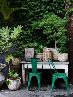 Chaise Tolix à lexterieur dans le jardin. chaise-design-on-adore-toli acier-exterieur-madmeoiselle-claudine