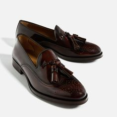 BURGUNDY BROGUED AND TASSELLED LOAFERS