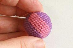 Háčkovaná kulička z korálků Bead Crochet, Beads, Floral, Jewelry, Products, Beading, Beaded Crochet, Jewlery, Jewerly