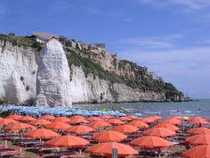 la spiaggia del Pizzomunno #vieste #puglia #italy www.hotellidovieste.it