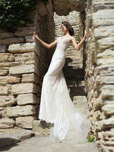 Priliehavé svadobné šaty zdobené nádhernou výšivkou