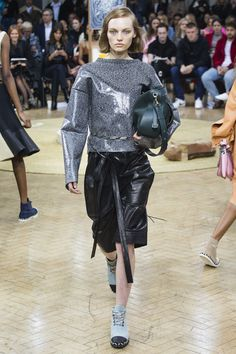 https://www.vogue.com/fashion-shows/spring-2018-ready-to-wear/j-w-anderson/slideshow/collection