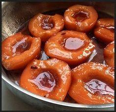 Merhaba, Hemen hemen hepimizin çok sevdiği ayva tatlısı tarifini paylaşmak istiyorum. Malzemeler: • 4 adet ayva • 8 türk kahve fincanı toz ...