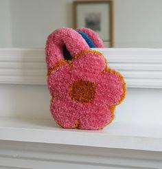 Rug Inspiration, Flower Bag, Punch Art, Punch Needle, Handmade Bags, Textile Art, Diy And Crafts, Crochet Earrings, Weaving