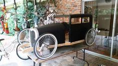 The soapbox racer getting blacked out Soap Box Derby Cars, Soap Box Cars, Build A Go Kart, Diy Go Kart, Homemade Go Kart, Kids Wagon, Go Car, Kids Ride On, Pedal Cars