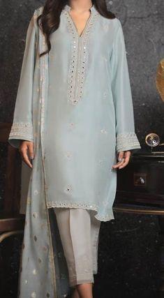 Stylish Dresses For Girls, Stylish Dress Designs, Designs For Dresses, Casual Dresses, Fashion Dresses, Work Dresses, Girl Fashion, Pakistani Fashion Party Wear, Pakistani Outfits