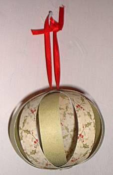 Een kerstbal maken uit stroken papier