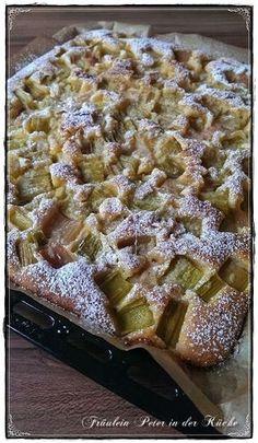 Fräulein Peter in der Küche: Versunkener Rhabarberkuchen vom Blech